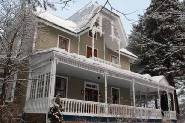 au-clos-rolland-couette-cafe-facade-hiver